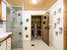 Asunto B: Kylpyhuone