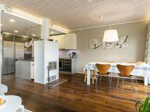 Olohuone, ruokailutila ja keittiö