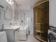 Hpk/wc, kalustesauna, tilassa paikka pesukoneelle/tornille- uusittu putkiremontin yhteydessä