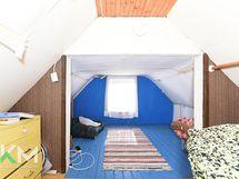 Päärakennuksen yläkerran nukkumasoppi