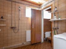 kylpyhuoneesta ja saunasta löytyvät ikkunat