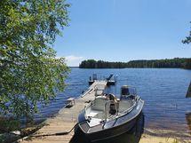 Joka puolelta tonttia aukeaa kaunis ja perinteinen järvimaisema.