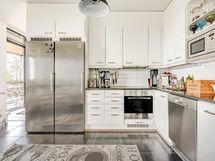 Keittiössä myös laatta lattiassa