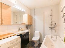 Yläkerran kylpyhuone - Övre badrummet