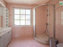 Yläkerran Wc/suihkuhuonetta