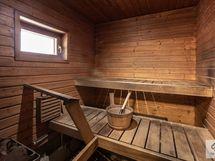 Tilava sauna isommalle perheellekkin