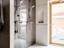 Kaksi suihkua ja käyni vilvoittelemaan terassille