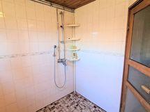 Saunan kylpyhuone.