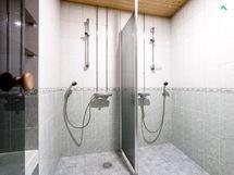 Sauna-osaston yhteydessä 2 suihkua