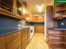 Tyylikäässä ja tehokkaassa keittiössä on kaikki kätevästi lähellä.
