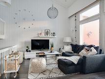 Ihanan valoisa asunto isojen ikkunoiden ansiosta/ Härligt ljus lägenhet tack vare de stora fönstren