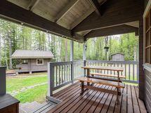 Katettu veranta, josta voit ihailla kaunista ympäristöä