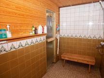 Pesuhuone, josta käynti wc:hen