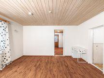 olohuoneesta käynti saunaosastolle