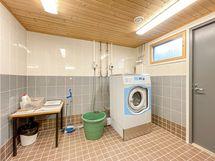 Vaatehuolto sujuu näppärästi pesutuvan ja kuivaushuoneen avulla.