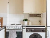 Keittiössä paikka pyykkikoneelle
