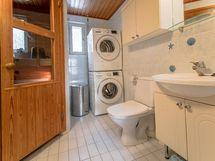 Kylpyhuoneessa tilaa pesutornille