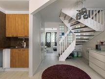 Asunnon kaikki lattiat uusittu tämän vuoden aikaan.