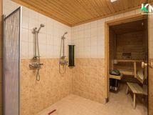 Alakerran kylpyhuoneessa on varaus poreammeelle