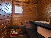 saunassa tunelmaa ja ikkuna
