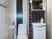 Kylpyhuoneessa toinen wc ja tilaa pesukoneelle.