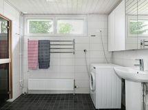 Kylpthuone ja käynti saunaan