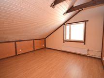 Asunto A: Yläkerran makuuhuone