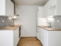 Kuva vastaavanlaisesta asunnosta, värit voi olla erit.