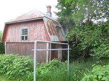 varastona oleva entinen huonok./purkuk asuintalo