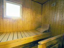 Oma ikkunallinen sauna.