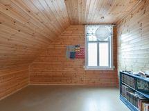 Erillinen yläkerran huone