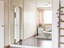 Makuuhuone no1 - 3-ovinen peililiukuovikaapisto