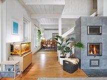 Näkymä olohuoneesta keittiön suuntaan