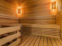 yhteinen sauna piharakennuksessa
