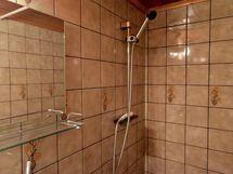 Sisä wc ja suihku