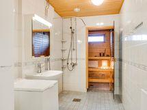 Esteetön kylpyhuone