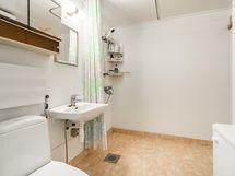 Reilunkokoinen kylpyhuone