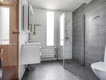Kylpyhuone on remontoitu 2020 linjasaneerauksen yhteydessä.