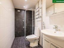 Linjasaneerauksen yhteydessä täysin uusittu kylpyhuone