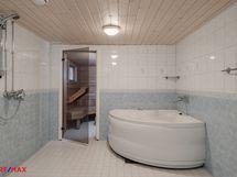 Kellarikerros: kylpyhuoneessa poreamme
