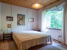 Makuuhuone johon käynti olohuoneesta