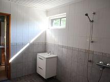 kylpyhuone toisesta suunnasta