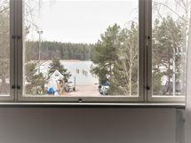 Merinäköala olohuoneen ikkunasta kuvattuna