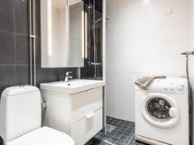 Kylpyhuoneessa tila pesukoneelle