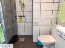 Kylpyhuone nykyaikaisessa kunnossa