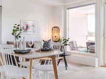 Valokuva asunnon keittiö ja olohuoneesta A14