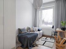 Stailatun asunnon pienempi makuuhuone