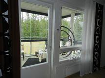 Näkymä parvekkeen ovelta
