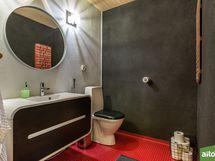 Erillinen wc, alakerta.