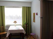 2. makuuhuone toisesta suunnasta.